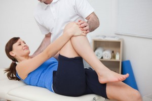 Woman-at-physical-therapy-for-knee-pain